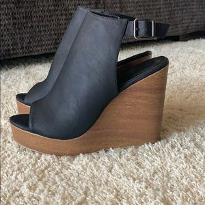Size 10 black wedges